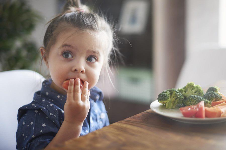 Come fermare i bambini che piangono e disobbediscono - cibo sano