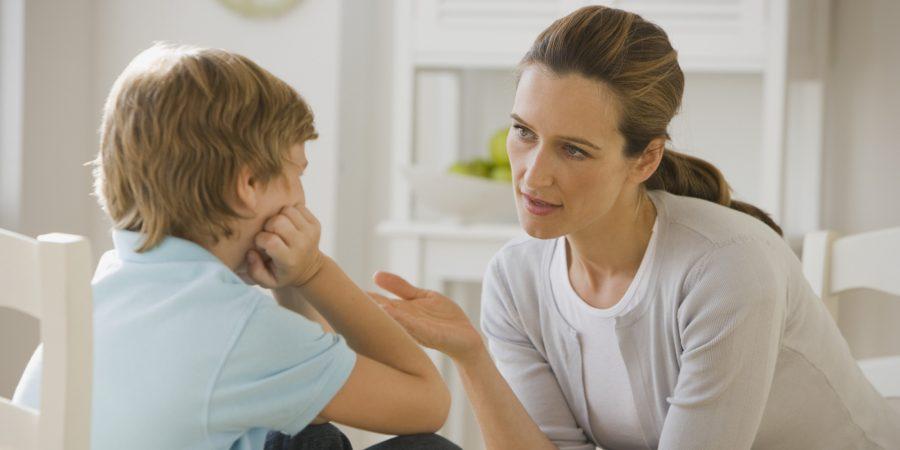 Come fermare i bambini che piangono e disobbediscono - madre figlio 1