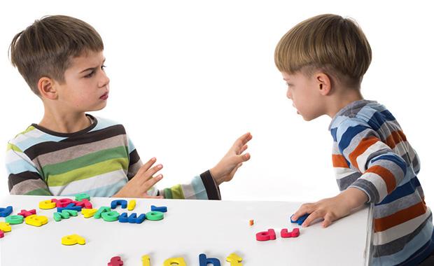 Come fermare i bambini che piangono e disobbediscono - ragazzi arrabbiati