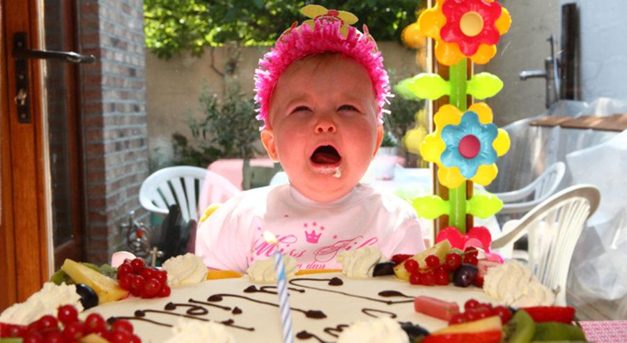 Inviti per il compleanno del bambino - l'etiquette - bambino piange al compleanno