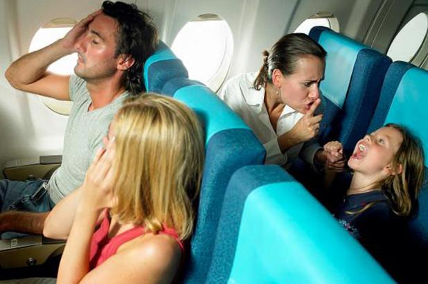 Vacanze al mare con bambini - bambino aereo